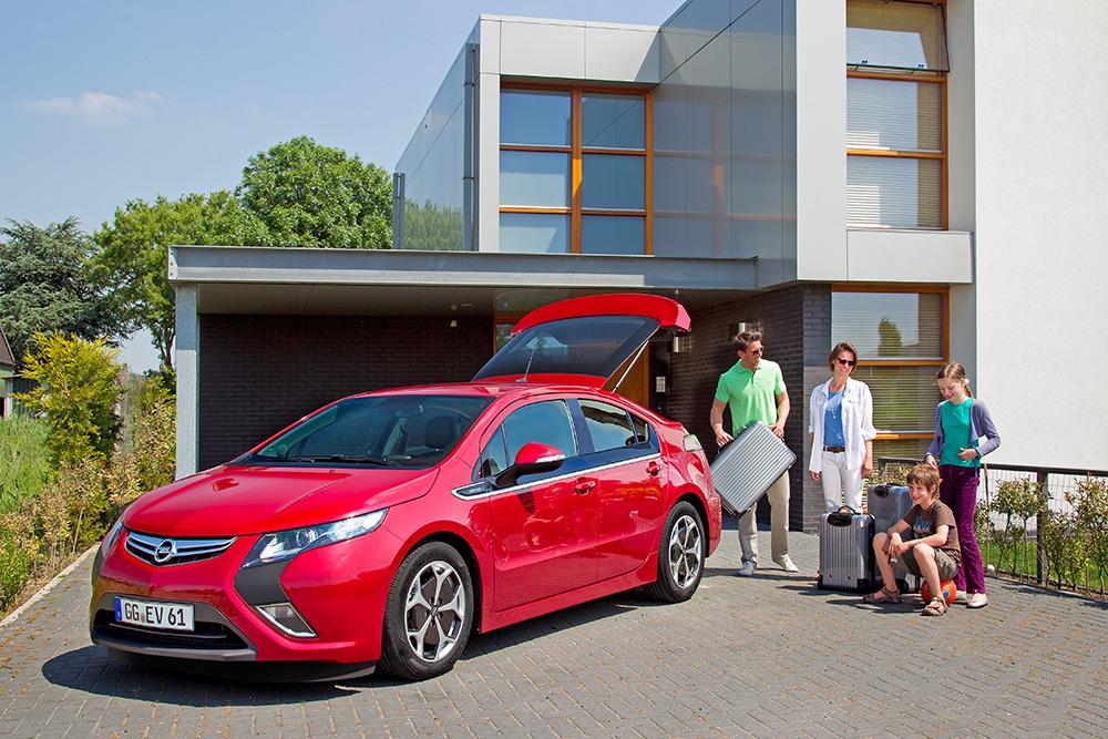 Полностью подходит для семьи: Opel Ampera (2011)